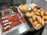 Mini panes y aperitivos en Navalcernero