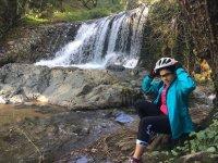 Ciclista en el Sendero del Agua