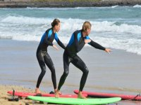 学习在冲浪板上冲浪的关键