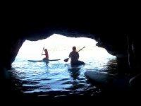 Pasando a la cueva marina con las tablas