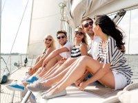 De paseo en el barco en Barcelona