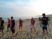 在沙滩上徒步旅行