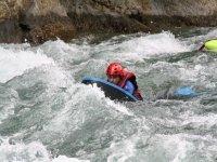 Navegando en rapidos haciendo hidrospeed