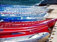 Canoas sujetas al embarcadero