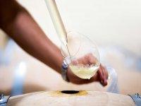 Sirviendo vino Rioja