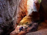 Bajo las rocas del barranco