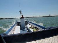 gobernando un barco a motor.JPG