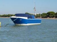 embarcacion amarrada en la bahia de cadiz.JPG