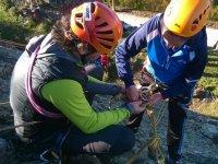 Aprendiendo a asegurar las cuerdas