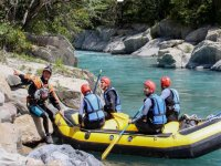 Rafting raft on the banks of the Ara