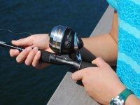 在皮内多海滩钓鱼