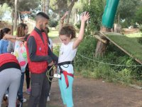 Holding the harness at the waist of the girl in the Juliana