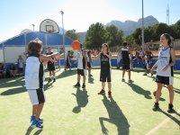 Jugando al baloncesto La Nucia