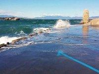 运动员冲浪营海滩上