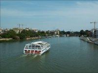 瓜达尔基维尔河上的游船