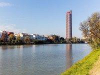 塞维利亚塔从河上