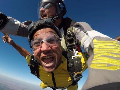 Salto paracaídas Sevilla 1 min caída libre 4600 m