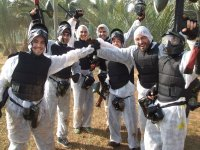 Despedida de soltero jugando paintball