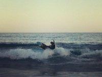 享受在布拉瓦海岸冲浪