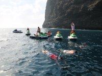 悬崖乐趣浴,水螺旋桨,眼镜和洞穴有