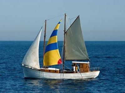 从Palamós乘坐帆船游览。从10岁起