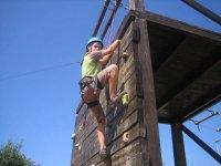 aprendiendo a escalar en el rocodromo