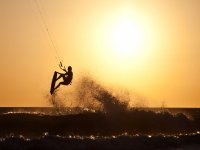 Kitesurf al atardecer Costa de la Luz