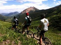 en la montaña con la bici