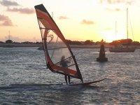 Windsurf al atardecer en la Costa de la Luz