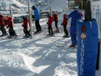 回顾斜坡滑雪学校的滑雪学校