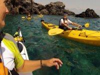 与朋友一起享受皮划艇之旅