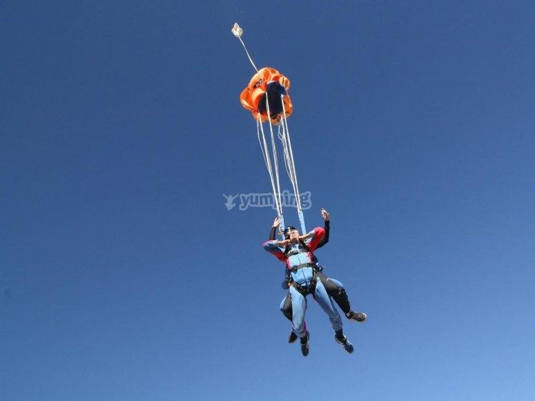 Paracadute durante l'apertura