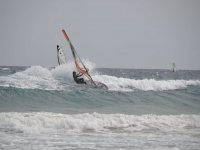 Windsurf con fuerte oleaje