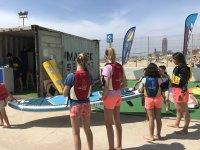 在 Mar Bella 海滩参加风帆冲浪课程