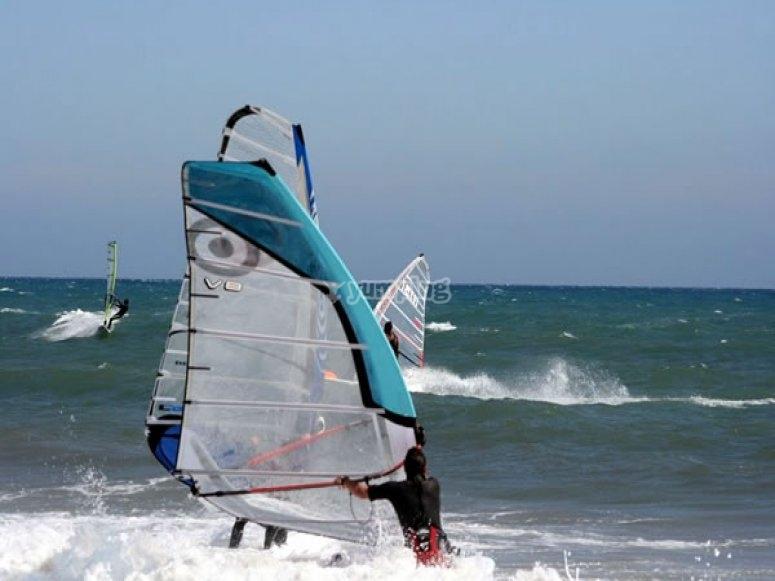 Aprende a practicar windsurf
