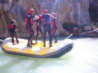 Manteniendo el equilibrio sobre el raft