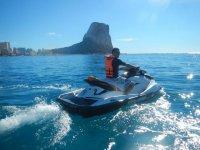 recorriendo benidorm en moto de agua