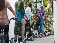 Mostrando la ciudad en mini bicis