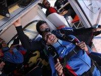 Lanzandose desde el avion con el instructor