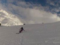 Esquiando en pendiente