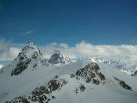 Los picos cubiertos por la nieve