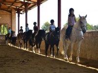 Clases de equitacion en el campus de El Catllar