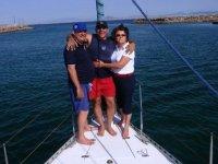 Paseo en barco con amigos