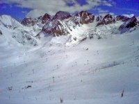 练习滑雪的标志骑手 - 与滑雪跳跃开始会话