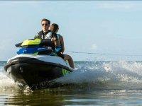 Trascinare il wake board con la moto