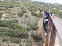 Salto desde puente