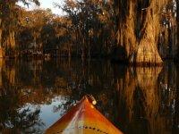 descubriendo un paraje en kayak