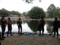 Leccion de buceo junto a la ribera
