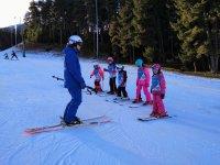 Ensenando esqui a los chiquitines