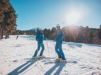 Pareja de esquiadores